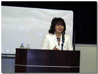 講師の荻野瑠美先生