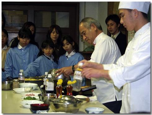 程一彦先生の調理実習指導