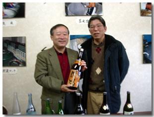 ※写真は、井階社長と私